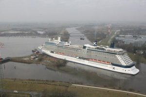 Celebrity Eclipse por el rio Ems
