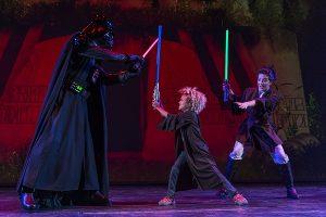 Crucero Disney Star Wars espada laser
